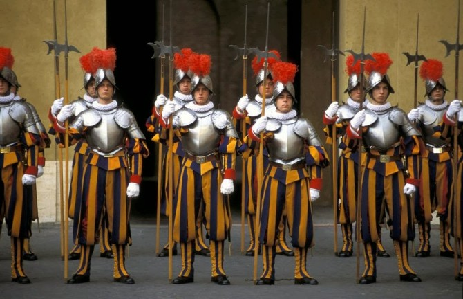 THE POPE'S SWISS GUARD: FIVE CENTURY OLD TRADITION