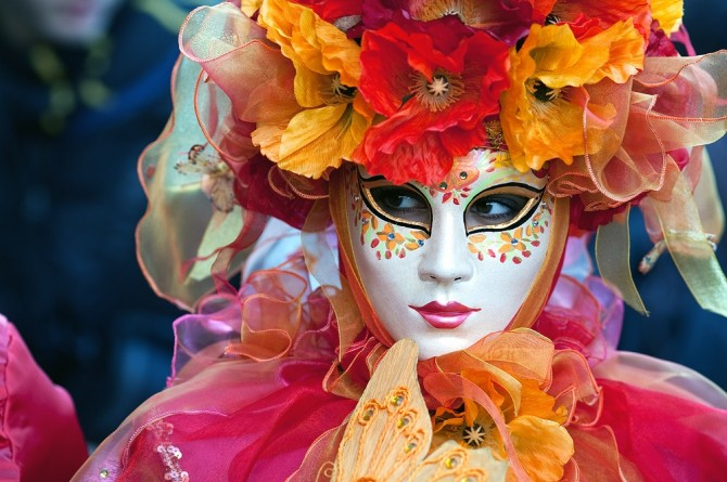 CARNIVAL: A STORY OF MASKS, PARADES, BATTLES AND FOOD!