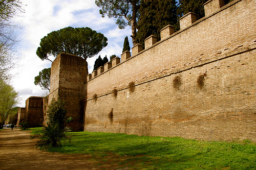 NEW ARCHAEOLOGICAL TREASURE JUST UNCOVERED: 80 METERS AURELIAN WALLS!